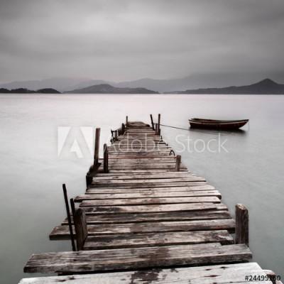 Fototapeta Widok na molo i łódź (24499160)