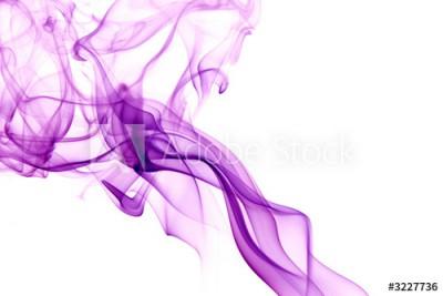 Fototapeta Unoszący się fioletowy dym na białym tle (3227736)