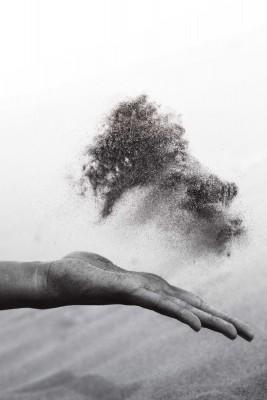 Plakat Piasek na dłoni