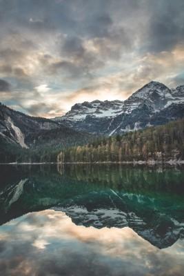 Plakat Spokojne jezioro górskie